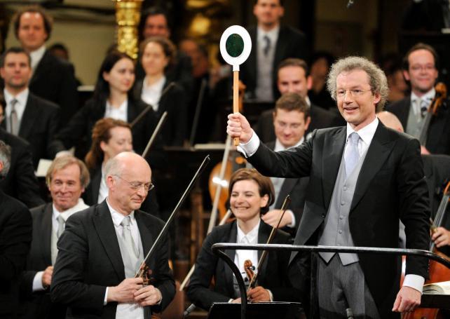Franz Welser-Möst dirige a la Filarmónica de Viena en el Concierto de Año Nuevo de 2011.