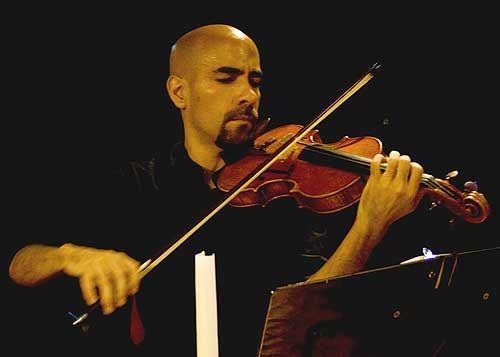 En 1991 Boris Paredes obtuvo el primer lugar del VII Concurso Nacional de Violín Juan Bautista Plaza