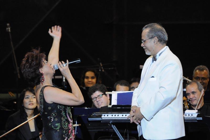 """Floria Márquez celebra 40 presentaciones de """"Romance Sinfónico"""""""