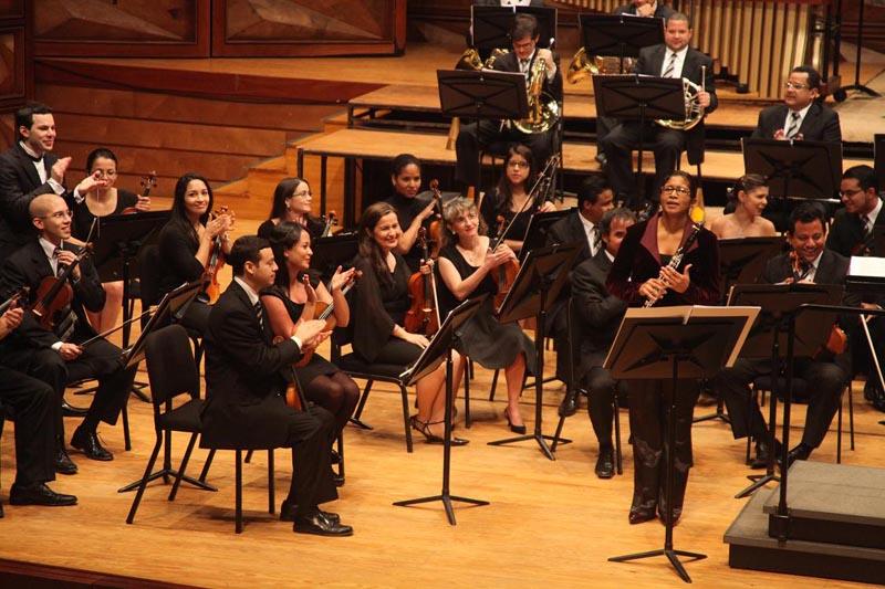 La interpretación de Carmen Borregales en el estreno Concierto Clarinete Cantos Veloces Fotos: ©Roland Streuli