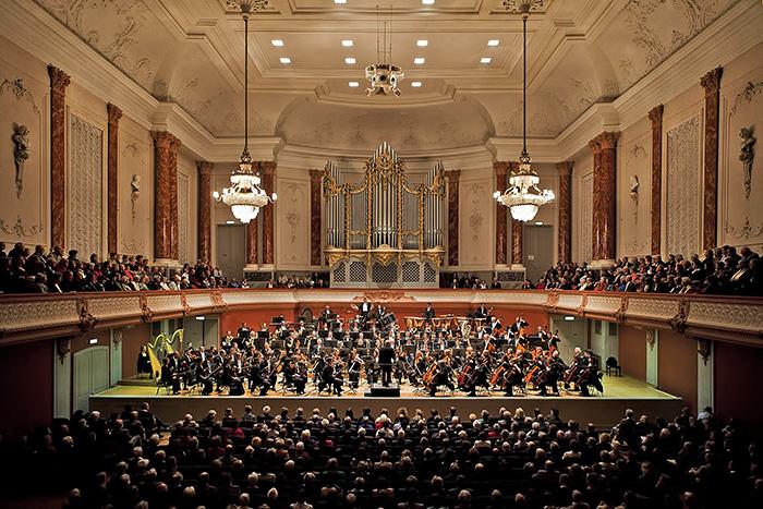 Domingo García Hindoyan dirige la Sinfónica de Basilea en Ginebra