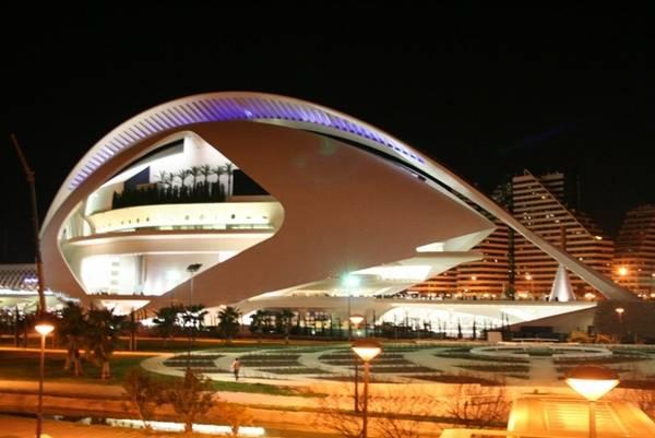 Plácido Domingo toma la batuta y da inicio a los bicentenarios de Verdi y Wagner en el Palau de les Arts