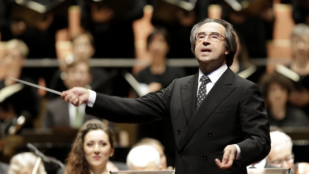 Director italiano Muti suspende participación con la orquesta de Chicago por cirugía