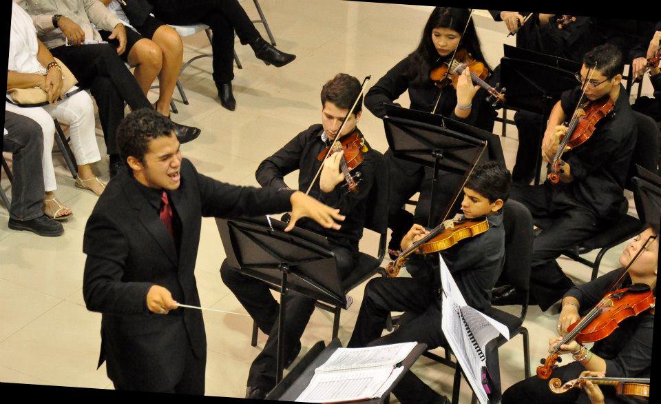 Director más joven del mundo celebra aniversario del Sistema Nacional de Orquestas