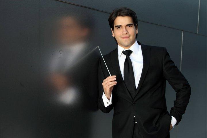 Manuel López-Gómez conduce a la Filarmónica de Jalisco en el Teatro Degollado