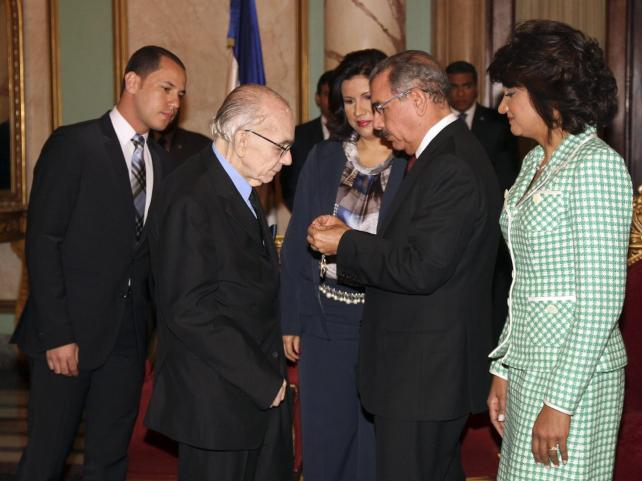 Gobierno dominicano condecoró al maestro Abreu