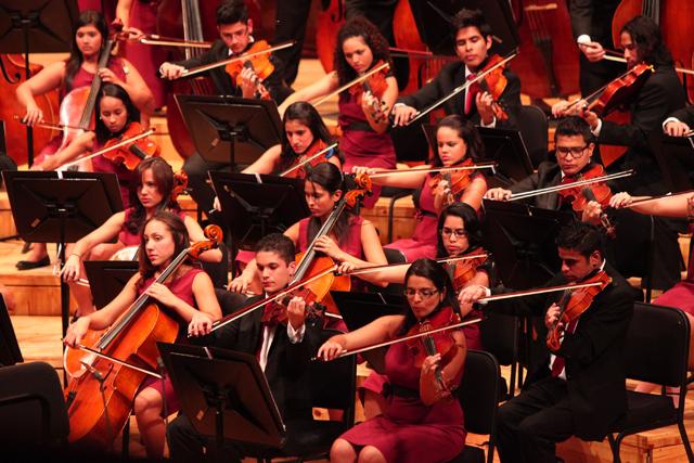 Sinfónica Juvenil de Caracas bajo la batuta de Dietrich Paredes | FOTO Alexander Gómez/ AVN