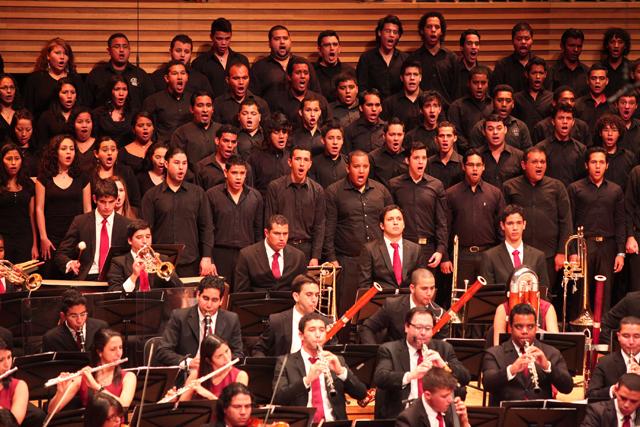 Sinfónica Juvenil de Caracas elevó un canto de alegría solemne que culminó en aplausos