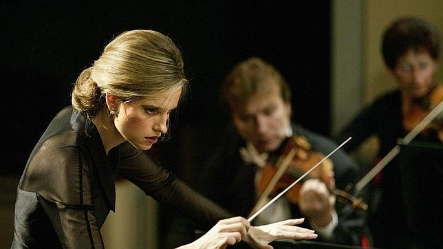 Inma Shara, una reconocida directora de orquesta