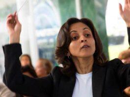 María Gabriela Rodríguez, Directora de la Orquesta Nacional de Flautas. Fotografía del Estudio fotográfico f1.4, cortesía de Gladys Yamelicse Quintero