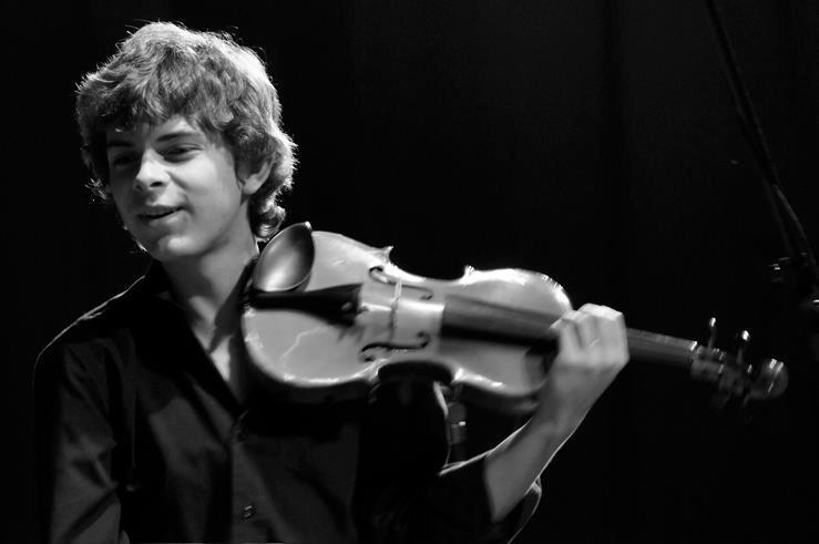 Aléxis Cárdenas e Igor García rinden homenaje al Maestro Emil Friedman bajo la batuta de Joshua Dos Santos