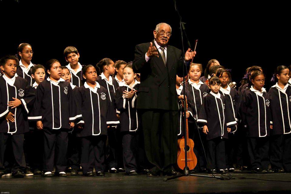 Raúl Cabrera con el Coro Infantil Venezuela