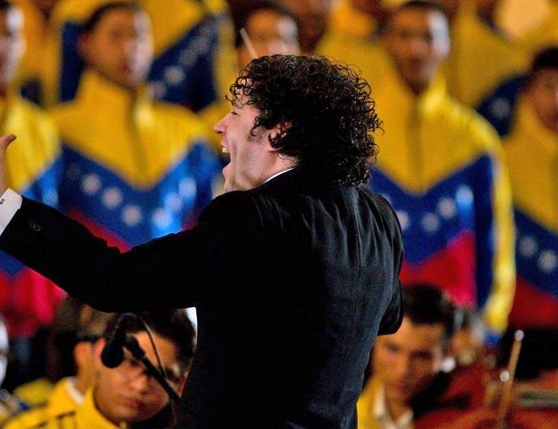 El director de orquesta Gustavo Dudamel asistirá al funeral de Hugo Chávez