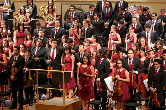 Hoy Domingo la Sinfónica Juvenil de Caracas y la Coral Nacional Juvenil en concierto