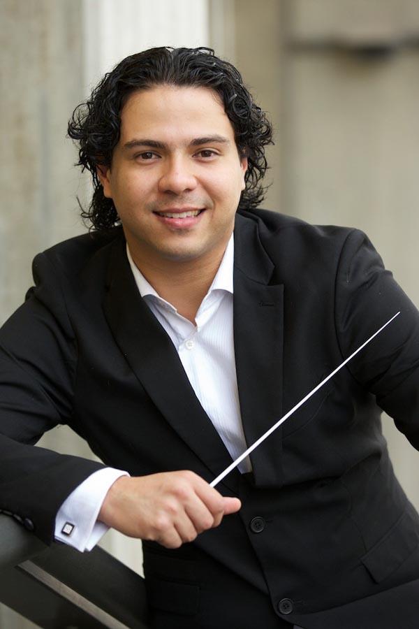 Jesús Oviedo conduce a la Orquesta Sinfónica Infantil Juvenil del Núcleo Acarigua