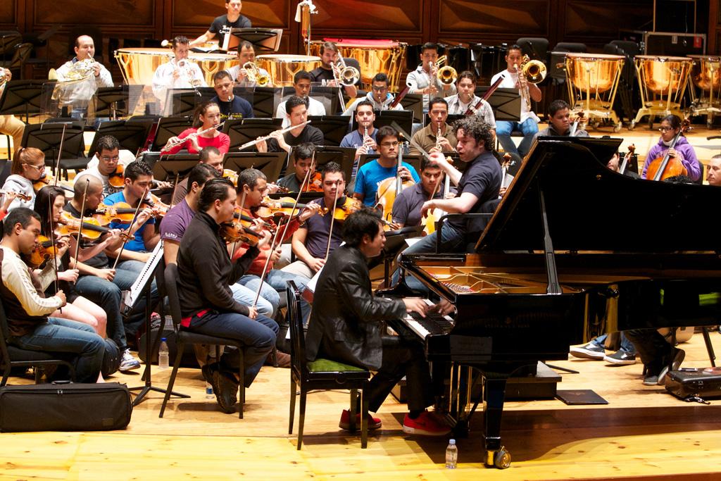 """Durante el ensayo con la Orquesta Sinfónica Simón Bolívar de Venezuela, el pianista calificó de """"extraordinario"""""""