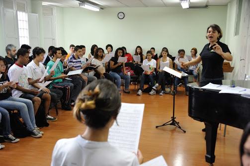 El Coro Juvenil del Programa Guri ofreció una breve muestra a la delegación de El Sistema venezolano en su sede en la Escuela de Música Tom Jobim de Sao Paulo. Foto: FundaMusical Bolívar 2013