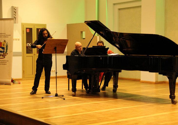 Raúl Suárez y Alfredo Ovalles brillaron en la Filarmónica de Minsk