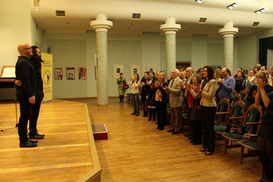 Raúl Suárez (violín) y Alfredo Ovalles (piano) ofrecieron un recital de música latinoamericana contemporánea latinoamericana en la sala de cámara de la Filarmónica Estatal en Minsk