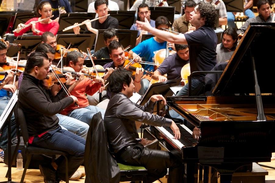 Luego de su primer ensayo con la OSSBV y el maestro Dudamel, Lang Lang dijo estar impresionado ante la emoción y el orgullo de ser músicos de los venezolanos.