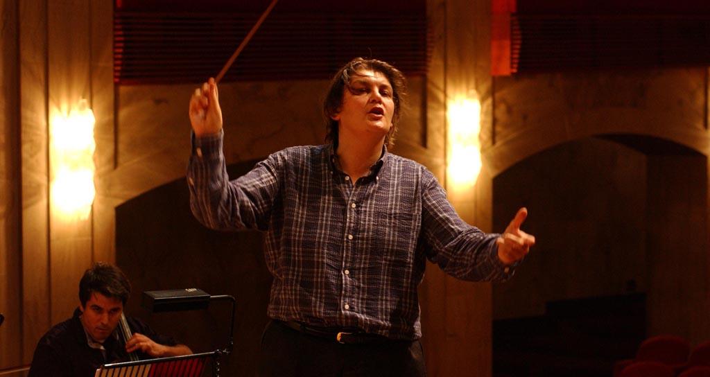El director Francesco Belli conduce a la Sinfónica de Venezuela en su Serie Internacional