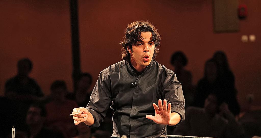 Domingo García Hindoyán dirigirá a la Orquesta Ciudad de Granada