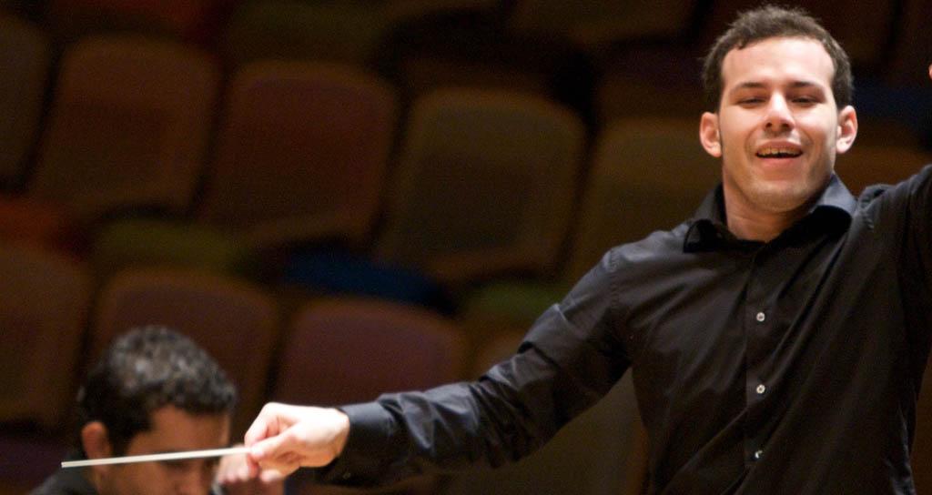 La Orquesta Sinfónica Simón Bolívar interpreta las emociones sonoras del clasicismo bajo la batuta del maestro Joshua Dos Santos
