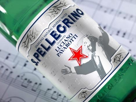 El agua mineral S.Pellegrino rinde homenaje a Luciano Pavarotti.