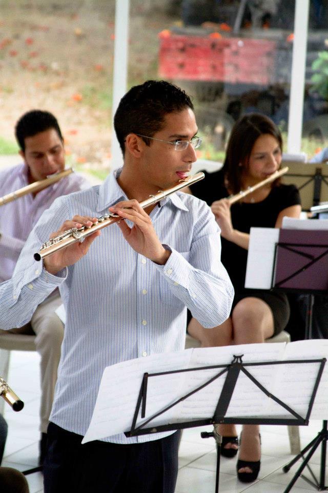 Aléxis Angulo, Orquesta Nacional de Flautas  imágenes del Estudio fotográfico f1.4, cortesía de Gladys Yamelicse Quintero