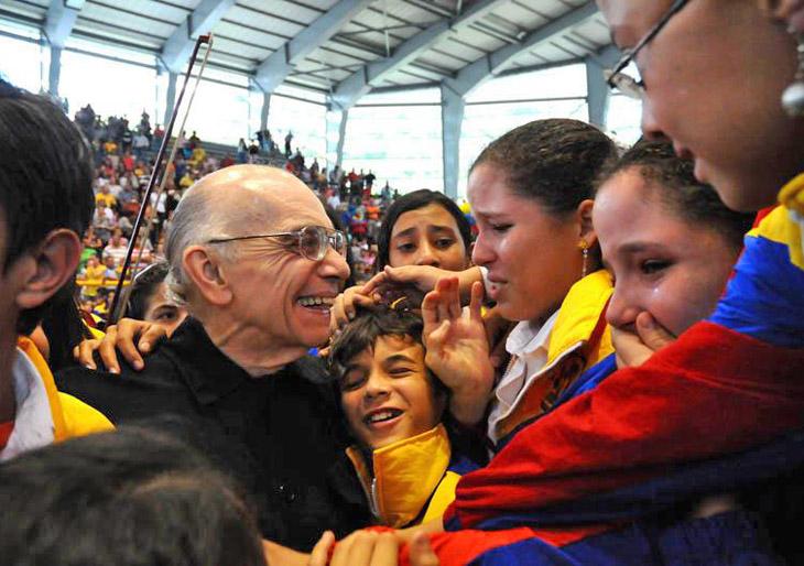 El maestro Abreu propone una orquesta con jóvenes de Cádiz y Venezuela