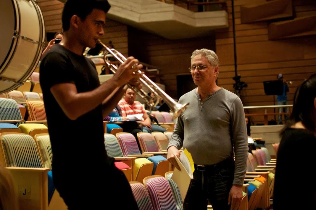 """Circus Máximo es una obra """"realmente inusual, habrá trompetistas junto a la audiencia..."""" dijo el maestro Corigliano  Fotografía © Prensa FundaMusical Bolívar"""