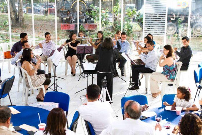 Orquesta Nacional de Flautas imágenes del Estudio fotográfico f1.4, cortesía de Gladys Yamelicse Quintero