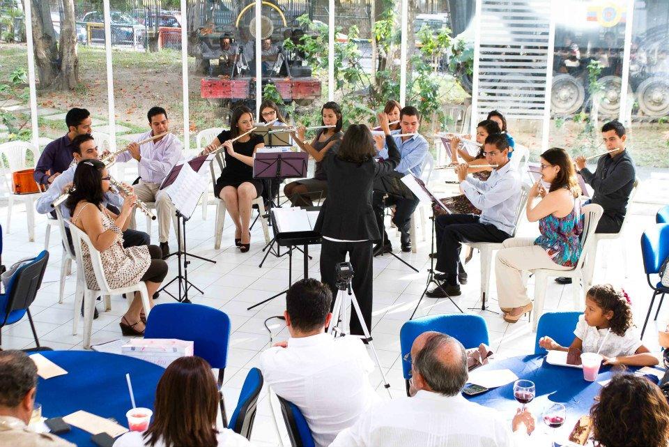 Orquesta Nacional de Flautas recibe La Navidad en el Salón Siglo XXI