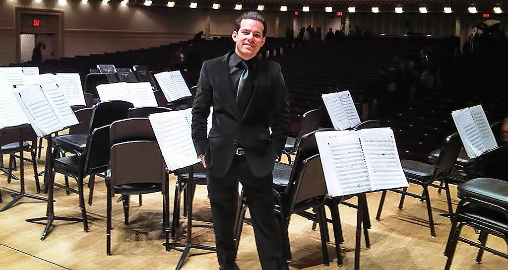 Joshua Dos Santos conduce a la Orquesta Sinfónica Nacional Juvenil de Chile
