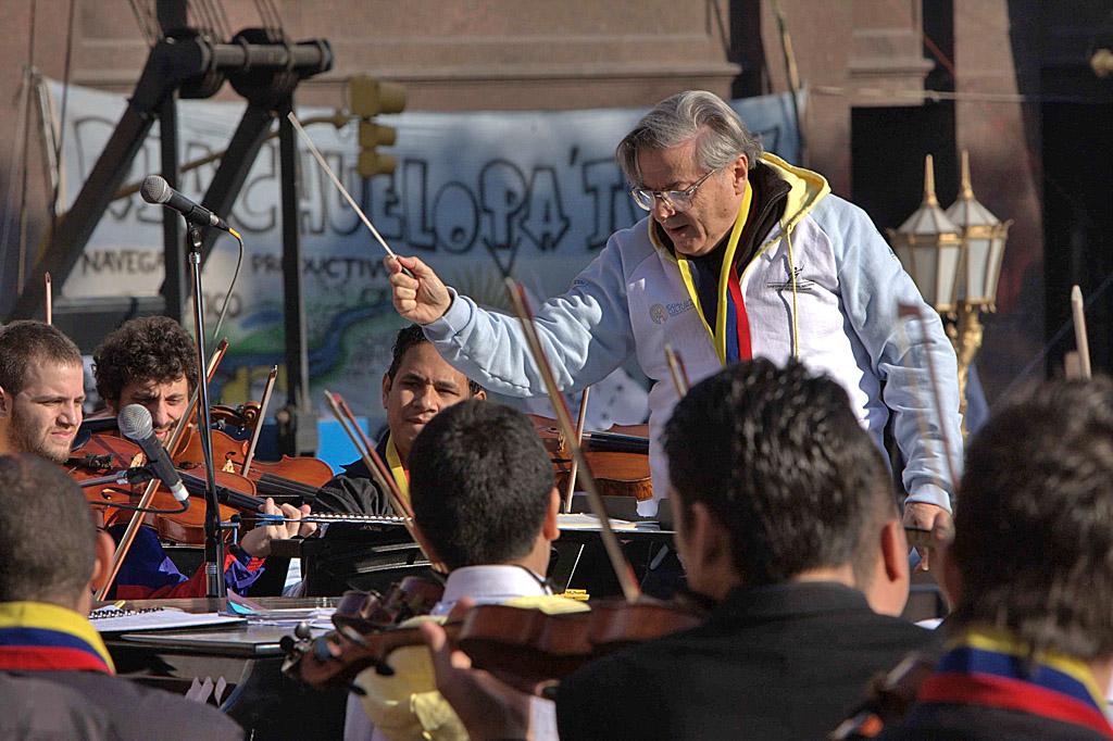 Mario Benzecry y la Orquesta Binacional