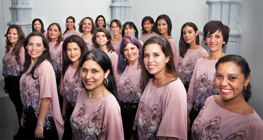 """""""Coral Voces Claras Lino Gallardo"""" en el Salón Siglo XXI"""