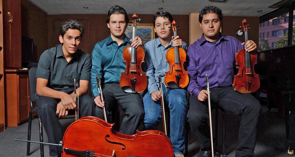 Cuatro jóvenes músicos alumnos de la Escuela de Música Mozarteum Caracas solistas de la OSV
