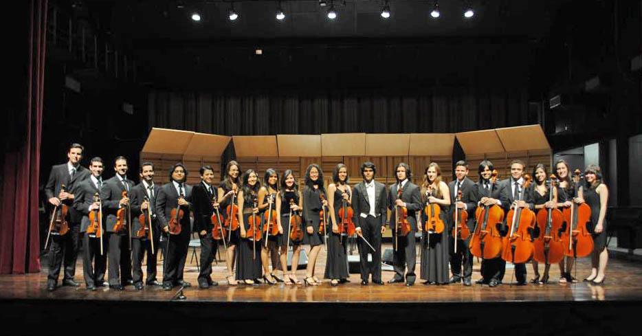 Daniel Gil a cargo de la Orquesta de Cámara de la Escuela de Música Mozarteum Caracas