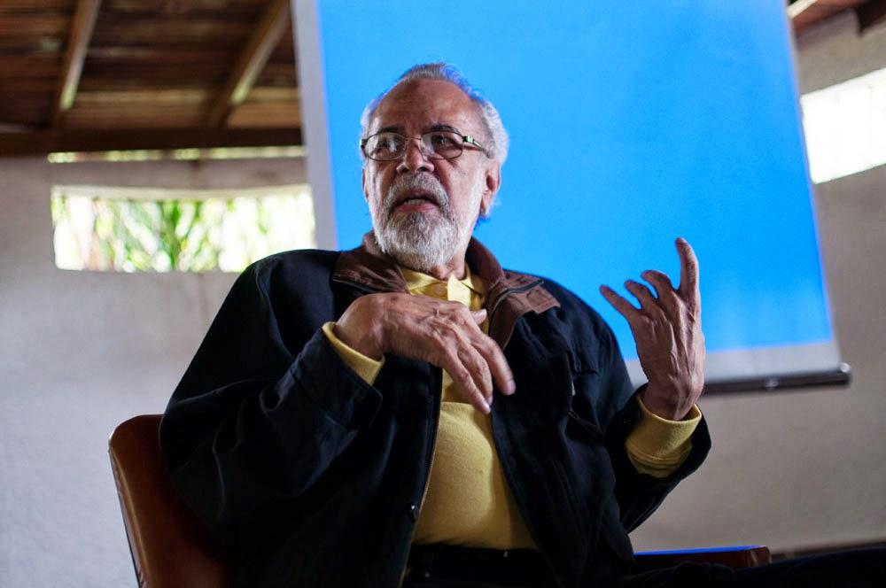 El maestro Alí Agüero entregando sus contribuciones al arrancar esta jornada en Trujillo