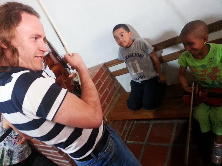 CHRISTIAN TOCÓ VIOLÍN PARA COMPARTIR CON LOS ALUMNOS DE ESTE INSTRUMENTO