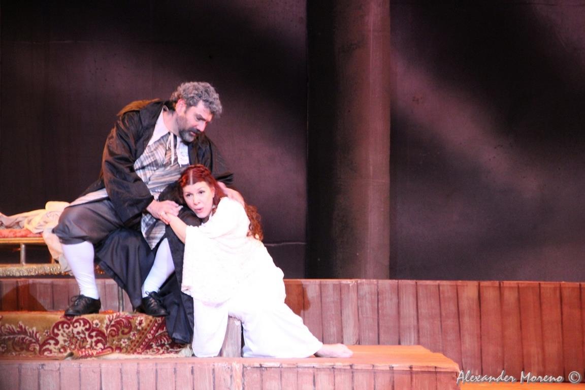 Giovanna Sportelli y Gaspar Colon Moleiro en Rigoletto en la Temporada de Ópera