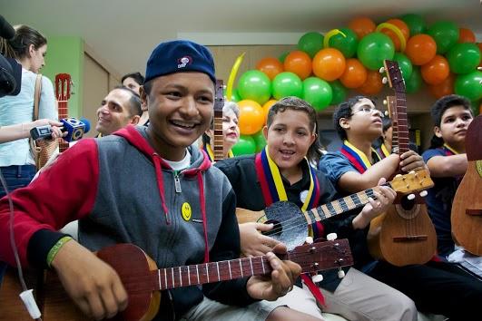 Los pacientes participantes se aferran a la música y aprenden a tocar muy rápido.