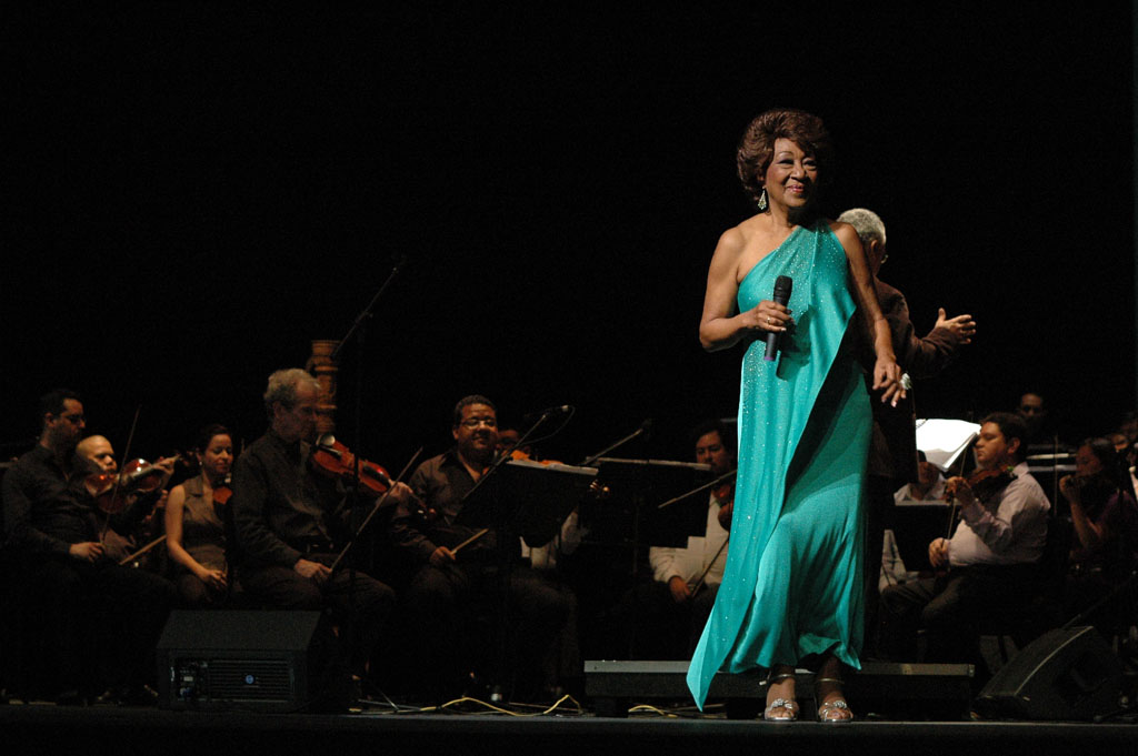 Canelita Medina junto a la OFN