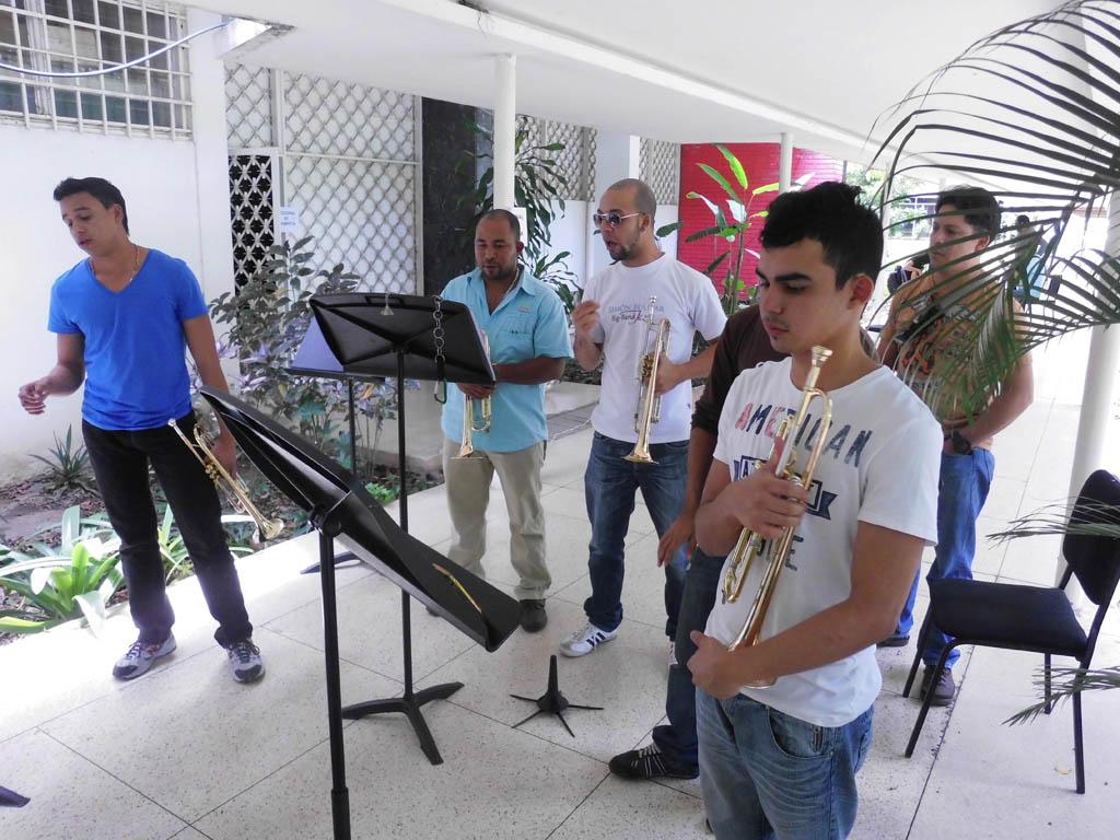 Las Trompetas de Aragua con su profesor de la SBBBJ