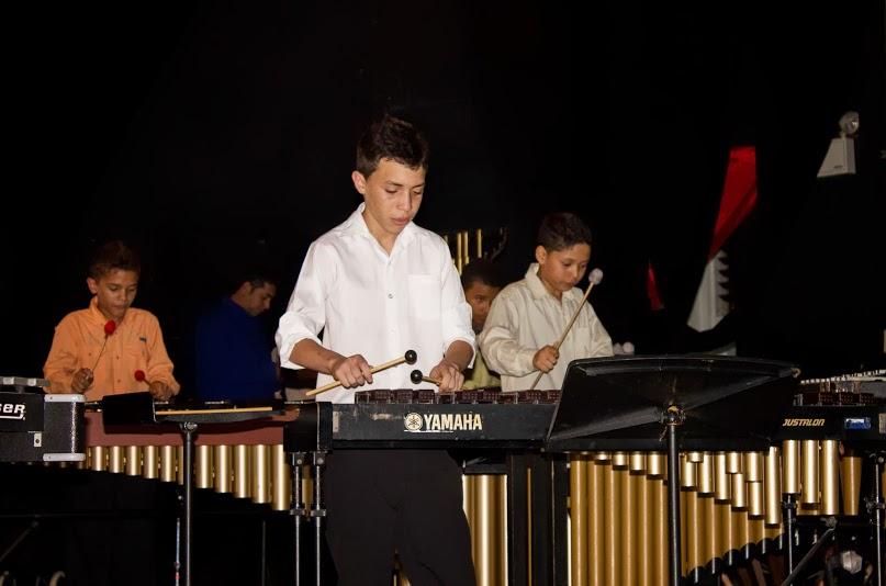 Niños y jóvenes del ensamble interpretan Toreadores, de George Bizet.
