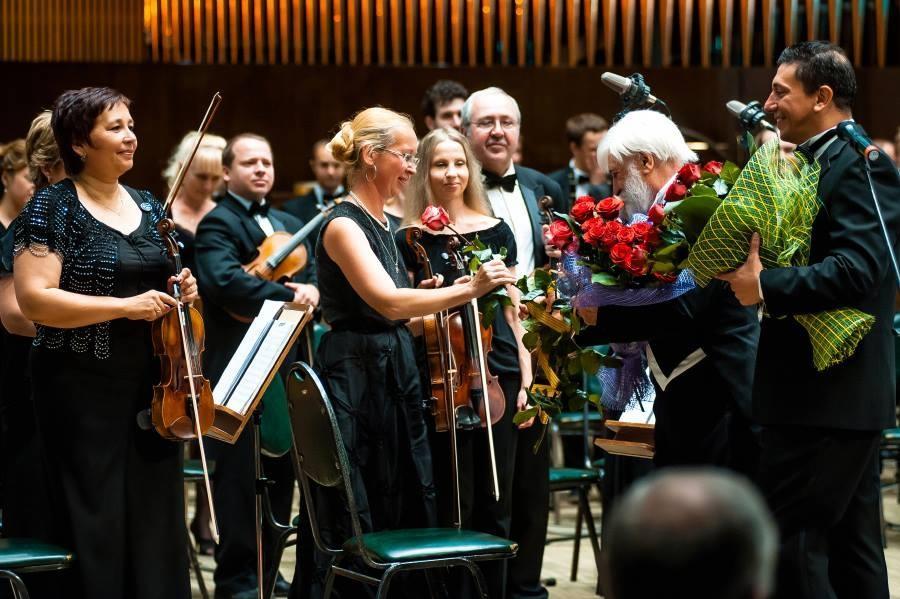 Foto Galería - La Orquesta Sinfónica de Radio y Televisión de Minks,bajo la batuta del Maestro Angelo Pagliuca