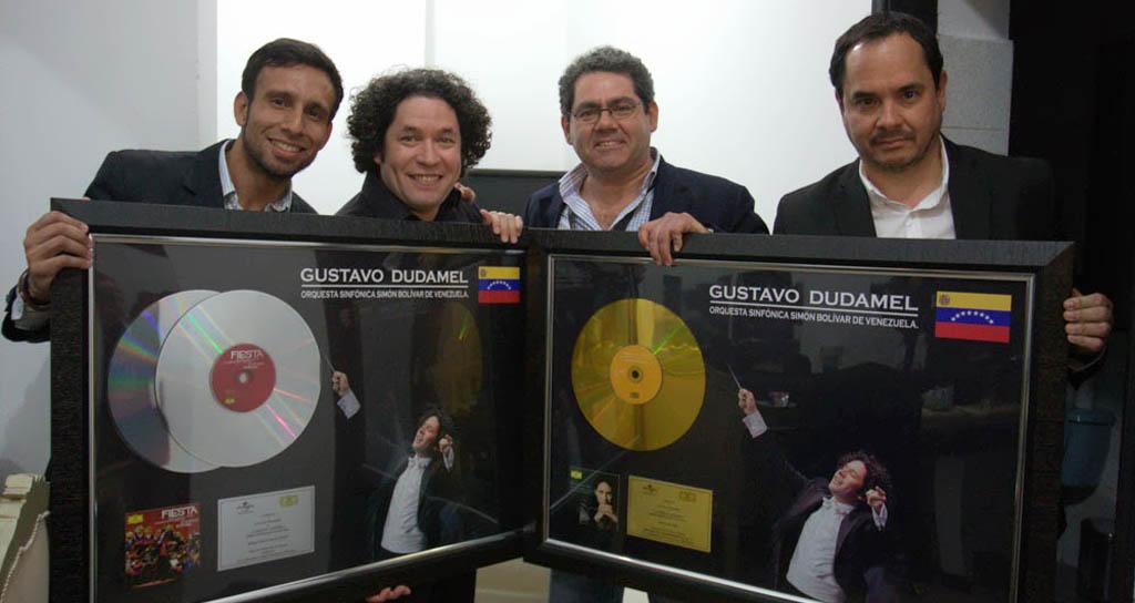 Gustavo Dudamel recibió doble disco de platino y oro