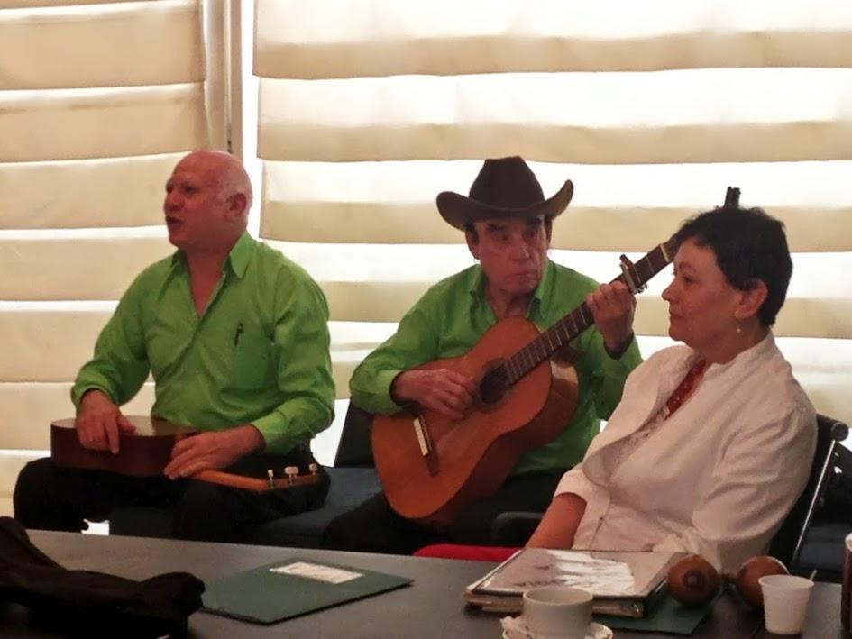 Esteban Oropeza, Gabriel Rodríguez y Ana Oropeza, miembros del grupo Antología Tuyera