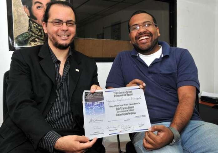 Foto Ganadores del concurso de composicion OSV 2011 (Correo del Orinoco) Luis Ernesto Gomez y Samuel Navarro