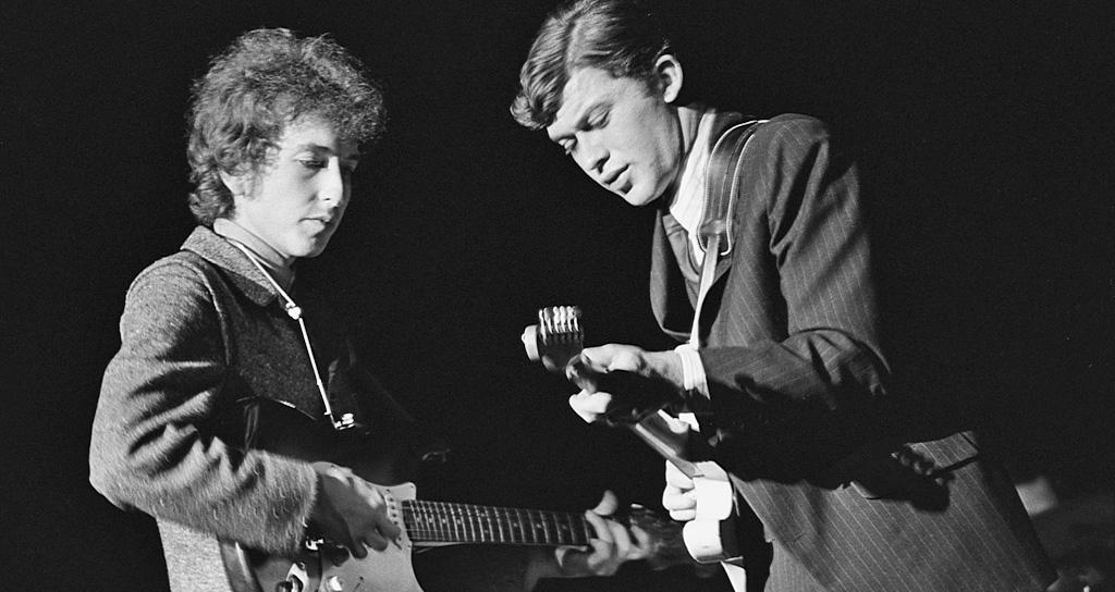 Bob Dylan tocó en el festival folk de Newport en 1965
